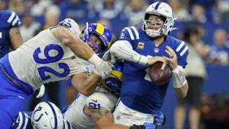 Carson Wentz en acción ante los Rams
