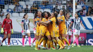 Jugadoras de Tigres en festejo de gol