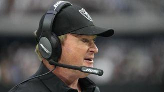 Jon Gruden en acción con los Raiders