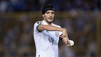 Raúl Jiménez celebrando su gol ante El Salvador