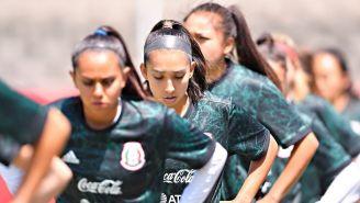 Jugadores de la Selección Mexicana en un calentamiento