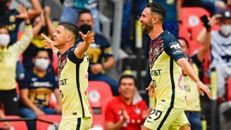 Layún y Richard Sánchez festejando un gol a favor del América