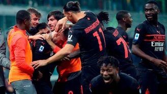Los jugadores del Milan festejando al terminar el partido