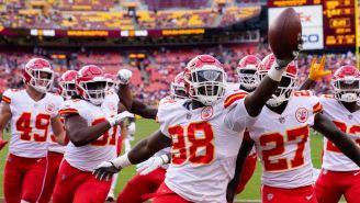 Jugadores de los Chiefs festejan una anotación
