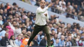 El entrenador español Josep Guardiola dirigiendo
