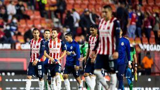 Jugadores de Chivas en empate vs Xolos