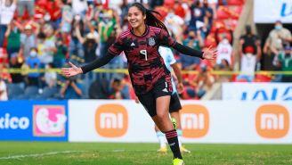 Alison González en festejo con México