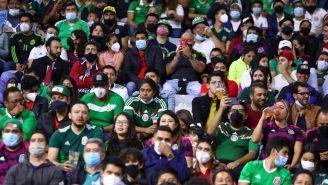 Afición mexicana en el Estadio Azteca