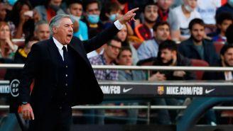 Ancelotti dirige a sus pupilos ante el Barça