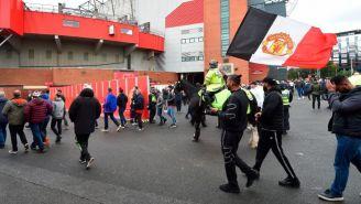 Aficionados del Manchester United a las afueras de Old Trafford