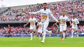 Arturo Ortiz festejando el gol a favor de los Pumas