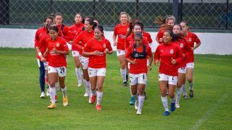 Jugadoras de Chivas en entrenamiento