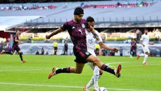 Raúl Jiménez durante un partido con el Tri