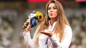 Maria Andrejczyk tras ganar su medalla de plata