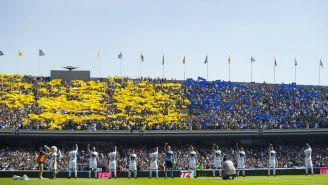 Mientras Pumas entonaba el himno de la institución, un mosaico se desplegó en lo más alto del inmueble