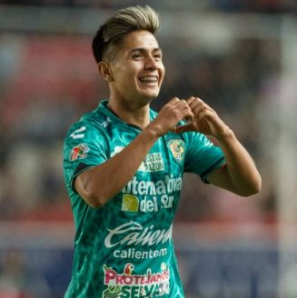 Dieter Villalpando festeja su gol contra Necaxa