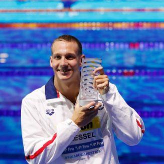 Caeleb Dressel ganó tres oros individuales y cuatro en los relevos