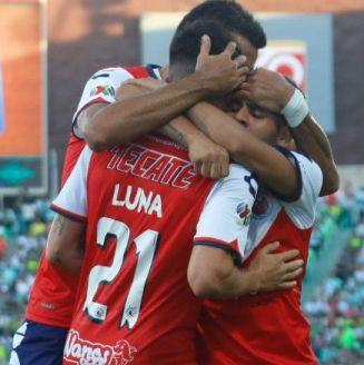 Jugadores de Veracruz festejan uno de los goles frente a Santos