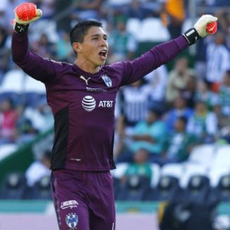 Hugo González celebra uno de los goles de Rayados