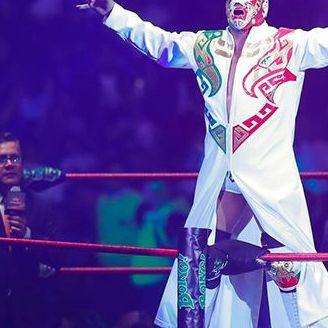 Dr. Wagner se muestra ante su gente previo al combate contra Psycho Clown