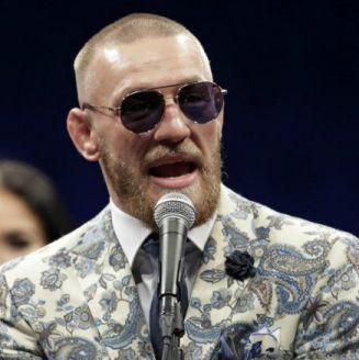 McGregor habla para los medios en una conferencia en Las Vegas
