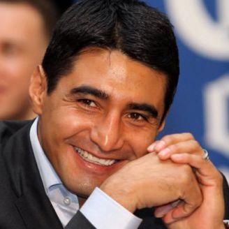 Erick Morales en una conferencia de prensa