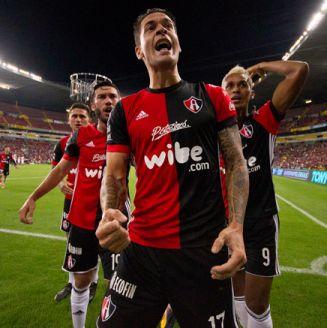 Caraglio celebra uno de sus dos goles frente al Veracruz