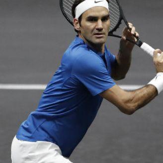 Roger Federer en un partido de tenis de Laver Cup en Praga