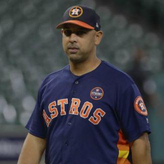 Alex Cora en un entrenamiento de los Astros de Houston