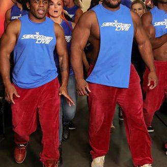 Luchadores de Smackdown en backstage de RAW