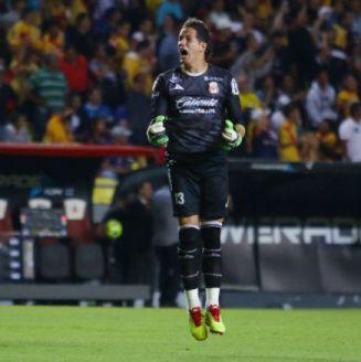Sebastián Sosa festeja gol contra Cruz Azul
