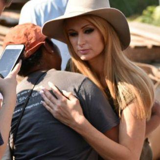 Paris Hilton brinda su apoyo a damnificados de Xochimilco