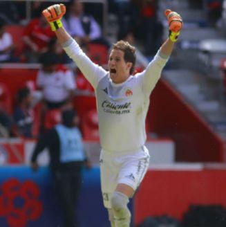 Sosa festejando un gol contra Toluca