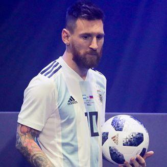 Messi luce balón para Mundial de Rusia 2018