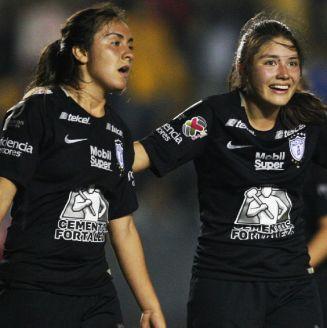 Karen Díaz se queja durante el juego vs Tigres