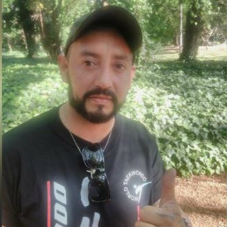Javier Almandoz, Campeón de taekwondo, posa para la cámara