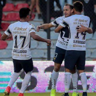 Marcelo Díaz festeja su gol contra Querétaro