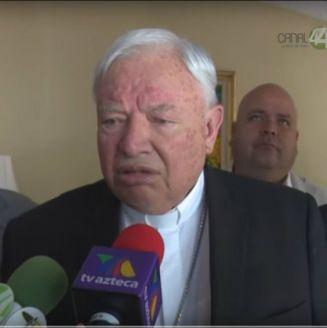 Juan Sandoval Íñiguez atiende a preguntas de la prensa