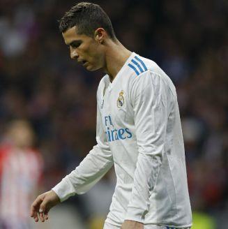 Cristiano Ronaldo se lamenta durante el Derbi