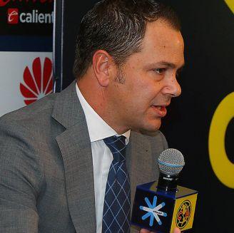 Santiago Baños en una conferencia de prensa del América