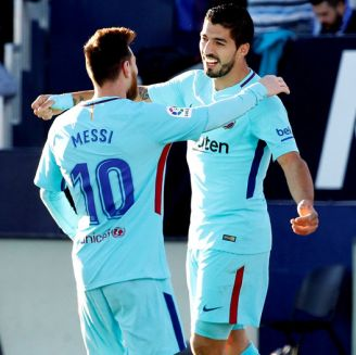 Messi felicita a Suárez tras una anotación en Liga
