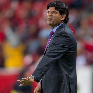 José Cardozo da indicaciones en juego de Veracruz