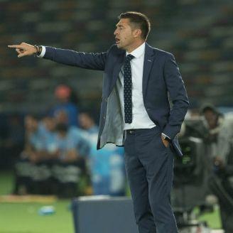 Diego Alonso da indicaciones durante el Mundial de Clubes