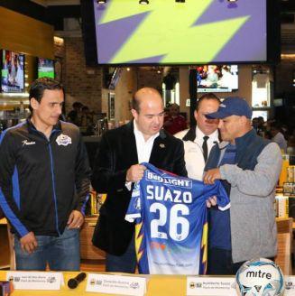 Suazo, durante su presentación con el Monterrey Flash