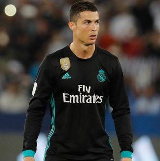 Cristiano Ronaldo a punto de ejecutar un disparo