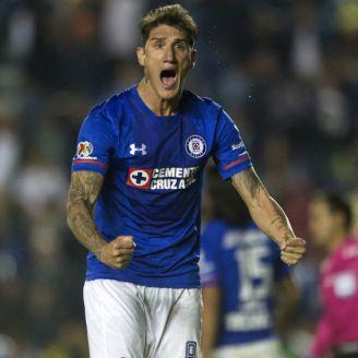 Peñalba, durante un juego con Cruz Azul