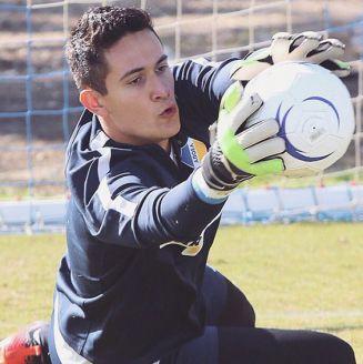 Gudiño ataja balón en entrenamiento con APOEL