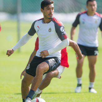 Alanís durante un entrenamiento con Chivas
