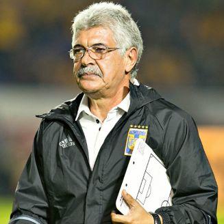 Tuca Ferreti, durante un juego como técnico de Tigres