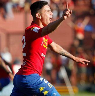 Pablo Aranguiz celebra gol con la Unión Española